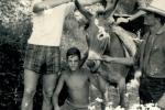 Jani: Jani (čuči), magarac (stoji) i turisti