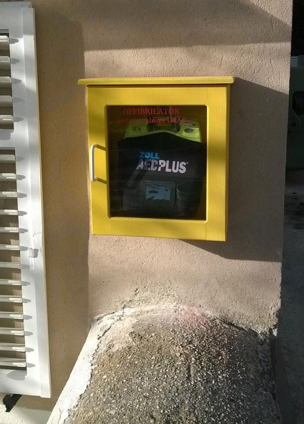 Prvi defibrilator na Unijama